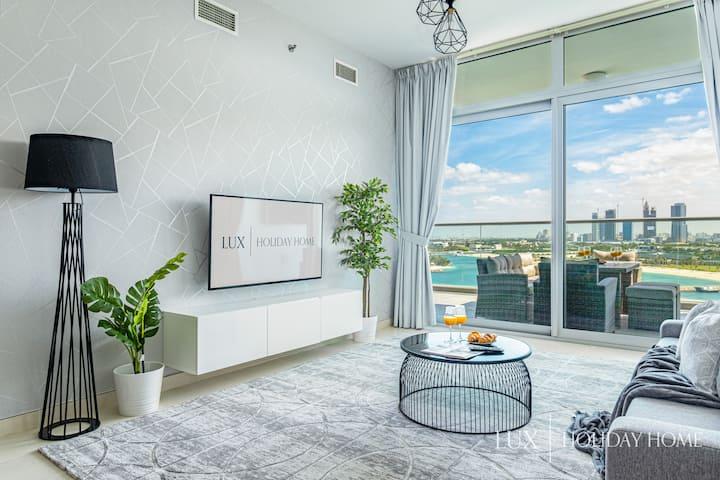 LUX | Opulent Island Suite Burj Khalifa View 2
