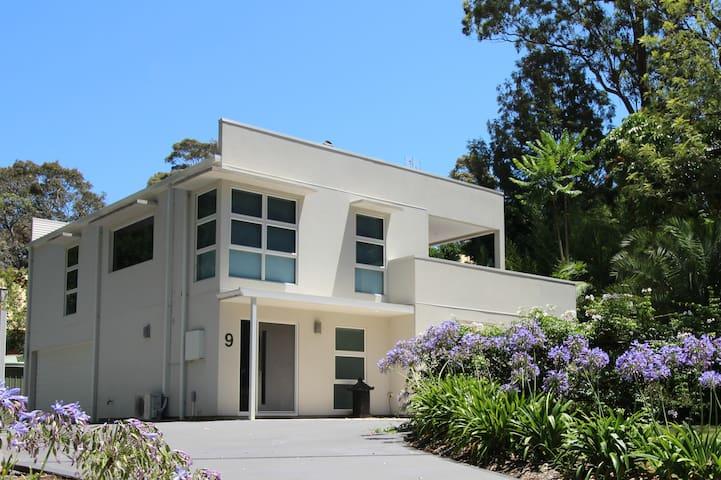Bay View @ Wimbie - Modern home 200m to Beach