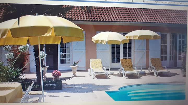 Villa entière, piscine chauffée, 11 km de Bordeaux