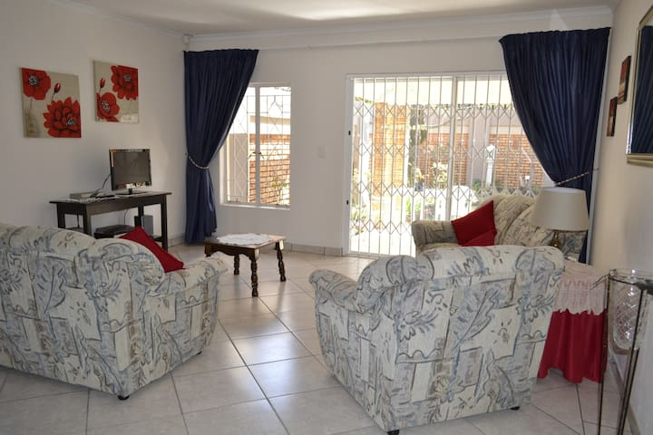 28 On Cresta Self Catering Cottage - Boksburg