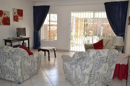 28 On Cresta Self Catering Cottage - Boksburg - Chatka w górach