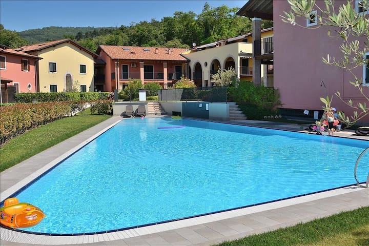 Corte La Fiorita 4 Sleeps Apartment In Residence, With Large Pool In Cavaion Di  Costermano Sul Gard