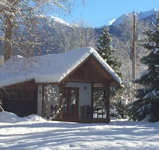 Private 1 bedroom custom built cabin on hobby farm - Pemberton - Zomerhuis/Cottage