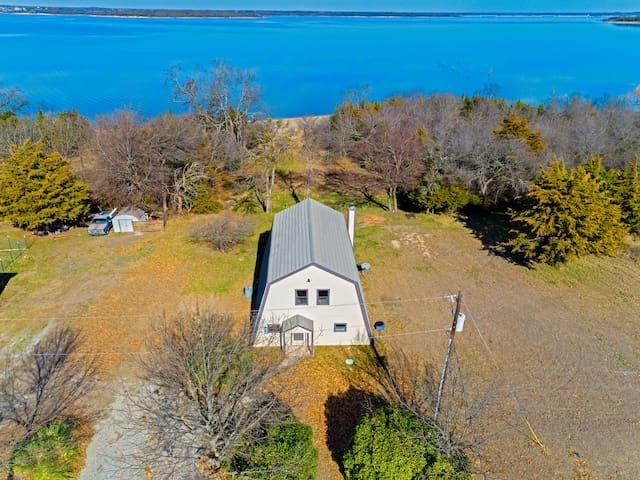 Lakefront Retreat, Full Lake View & Lake Access.