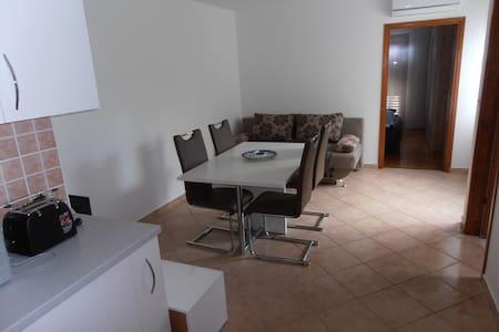New modern apartment near beach(200m) - Njivice