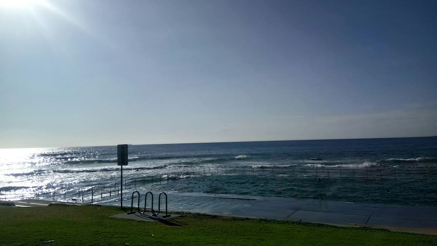 Self-contained Unit / Walk to Fairy Meadow Beach!