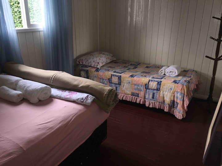 Excelente qrto 2 camas 3 pessoas em Capão da Canoa