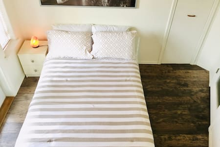 Lovely Bright Room Near City Centre