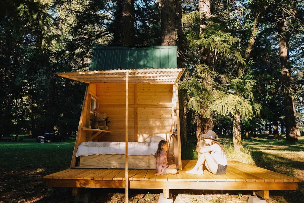 sun tiny a frame cabin in the forest by the river tiny houses for rent in cave junction. Black Bedroom Furniture Sets. Home Design Ideas
