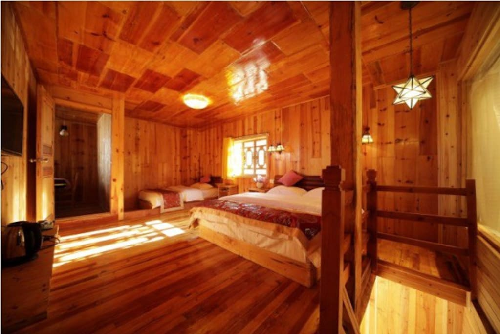 复式 楼上1.8加1.5大床 楼下1.2米床