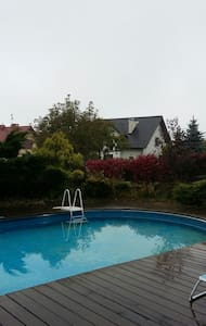 Uptown B&B Swimming in Green 12km to Market Square - Michałowice - Hus