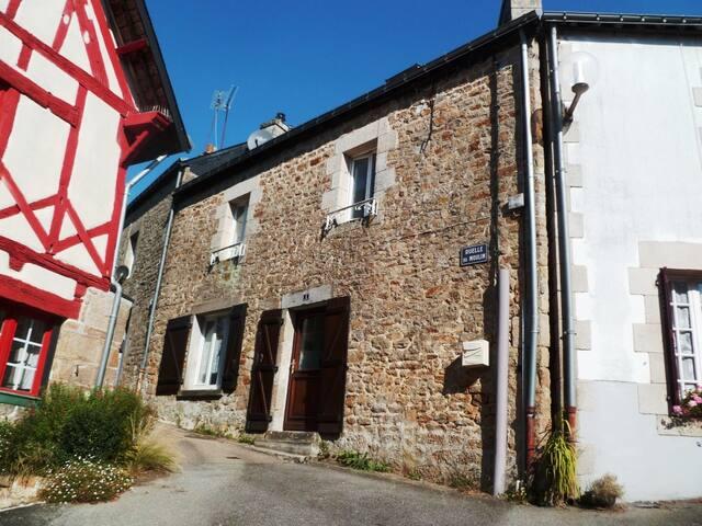 Gîte à louer en centre ville de Guémené s/ Scorff - Guémené-sur-Scorff - Casa