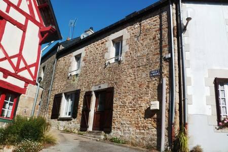 Gîte à louer en centre ville de Guémené s/ Scorff - Guémené-sur-Scorff