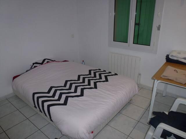 Chambre privée dans maison avec piscine - Cogolin - Cogolin - House