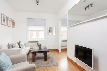 A Cosy & Cute Private Apartment, Soho & Oxford St - London - Apartment