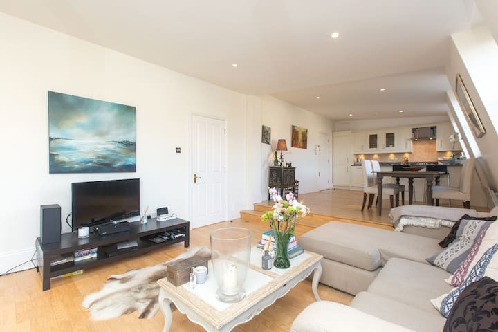 NEW: Panoramic, modern Chelsea flat - London - Apartment
