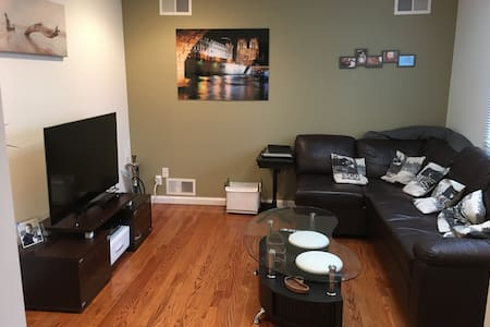 All equiped and private 4 bed 3 bath 30 min to NYC - New Rochelle - Ev