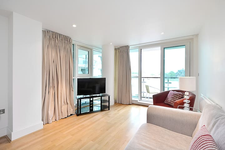 Astonishing 1 Bedroom Apartment with Riverview