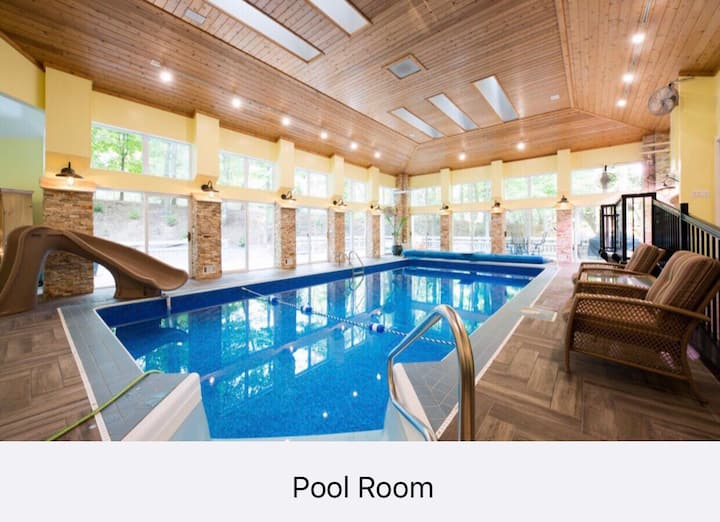 Lake Michigan View With Indoor Pool and Spa!