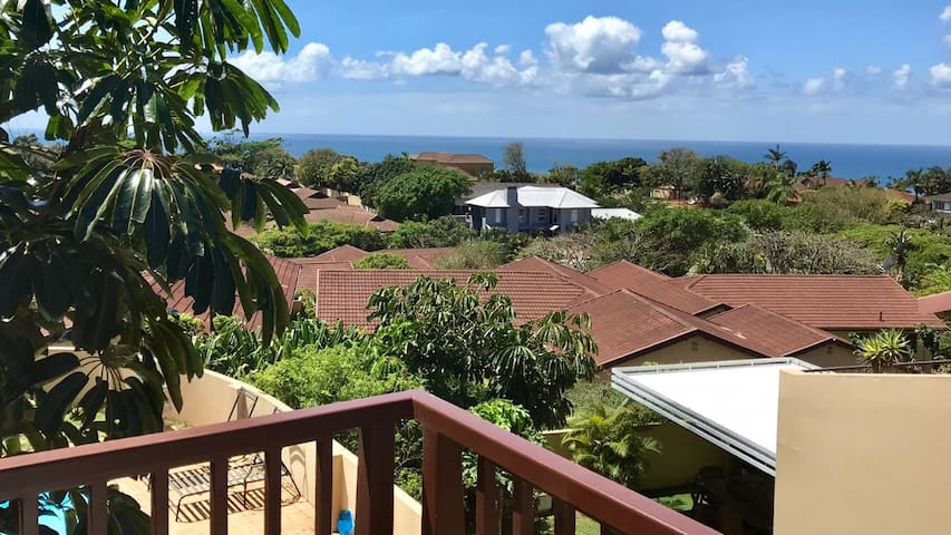 Queen: sunny room with expansive views of Ballito