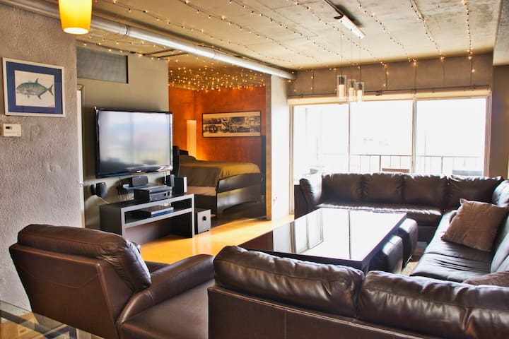 7th Floor Dtown Phoenix Loft W Great View/Location