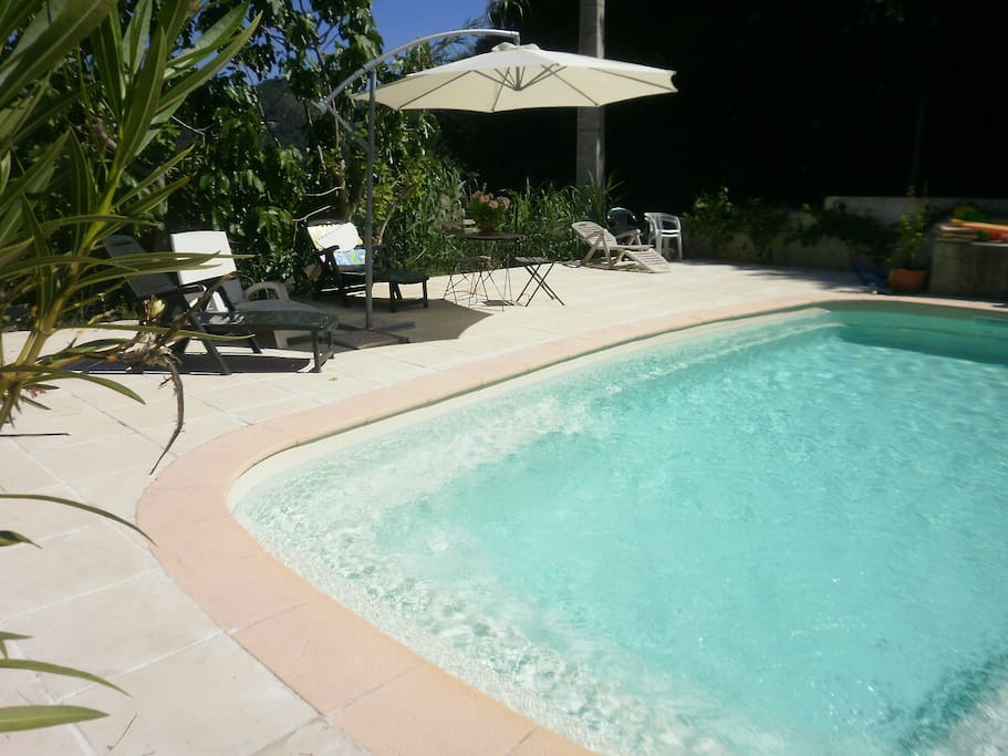 Grand studio avec jardin piscine chauff e parking for Piscine la cote st andre