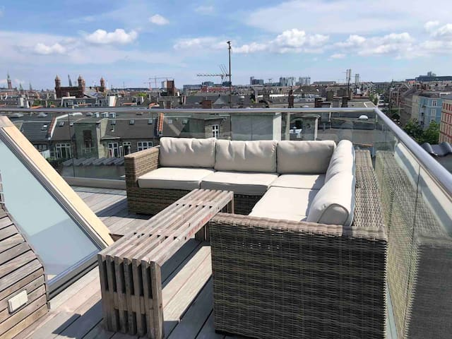Central penthouse, private rooftop next to metro
