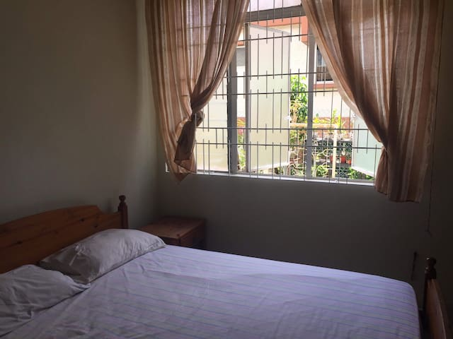 Ensuite room in quiet estate in Ang Mo Kio nr MRT