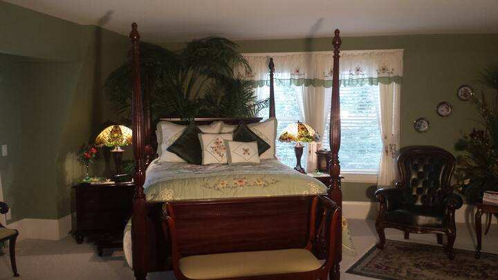 "Maiden Moon Suite:  Sleeps 2, ""Self-Catering"""