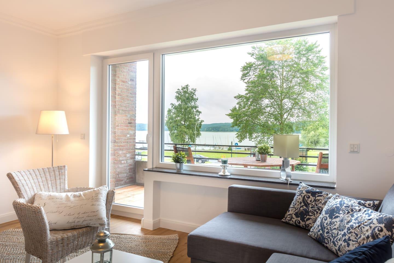 Der Blick vom Wohnzimmer direkt auf den Möhnesee