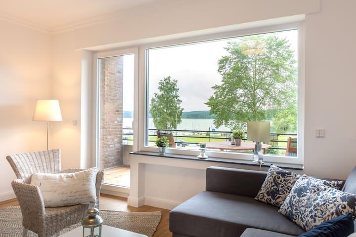 Ferienwohnung mit Balkon und Seeblick