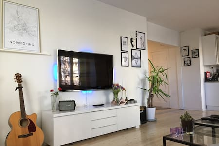 Central, spacious and clean! - Norrköping - Daire