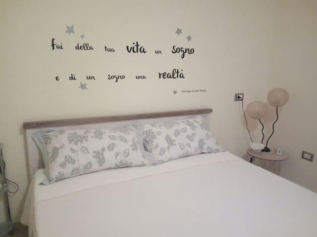 Camera da letto, SI  LENZUOLA E FEDERE. SI COPRIMATERASSO  IMPERMEABILE.