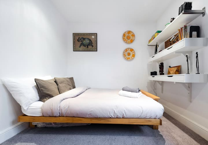 Double room in Georgian house in Highgate