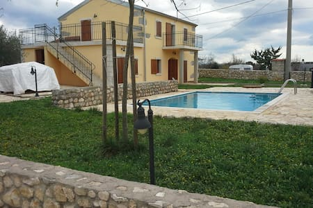 Small villa house with pool - Linardići - Villa