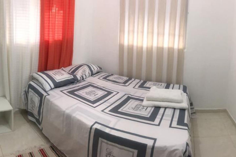 It is a cozy and comfortable room  Es una acogedora y cómoda habitación