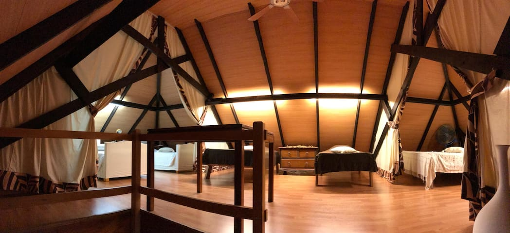 Mezzanine with air conditioning including 6 extra comfortable beddings