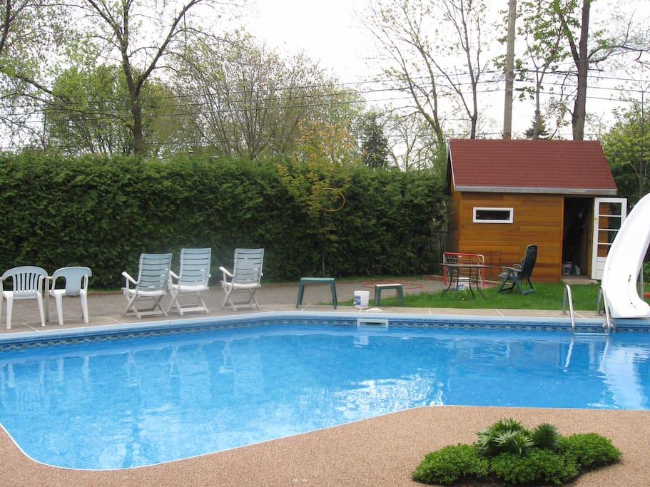 maison rustique en bois piscine maisons louer montr al qu bec canada. Black Bedroom Furniture Sets. Home Design Ideas