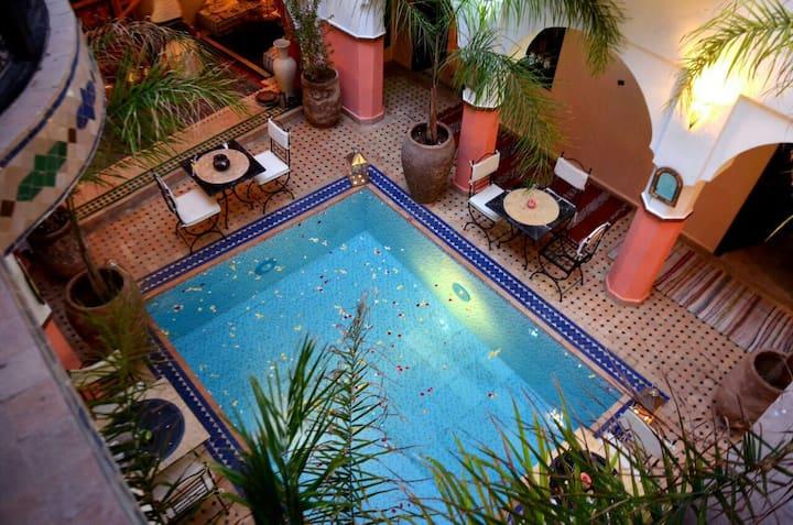 Belle Chambre dans riad de charme,B&B,  Medina