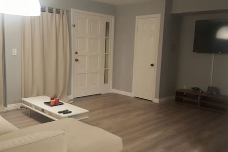 Newly Remodeled Private Entry Room - Glendale - Apartment