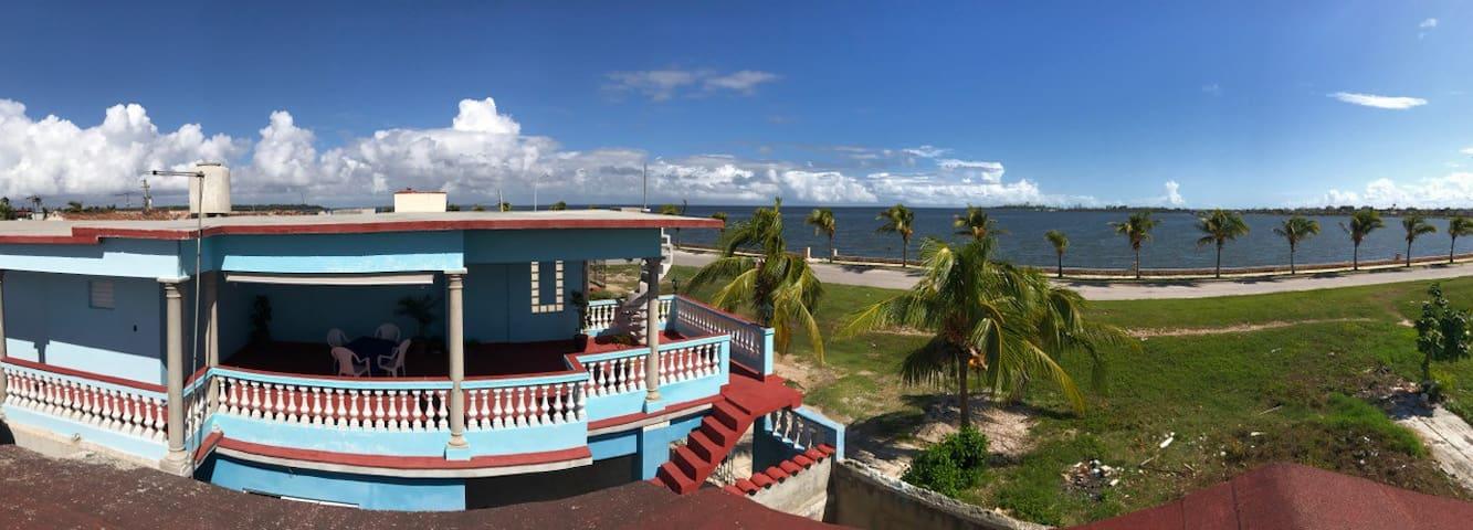 Hostal El Malecón Hab 3 Familiar