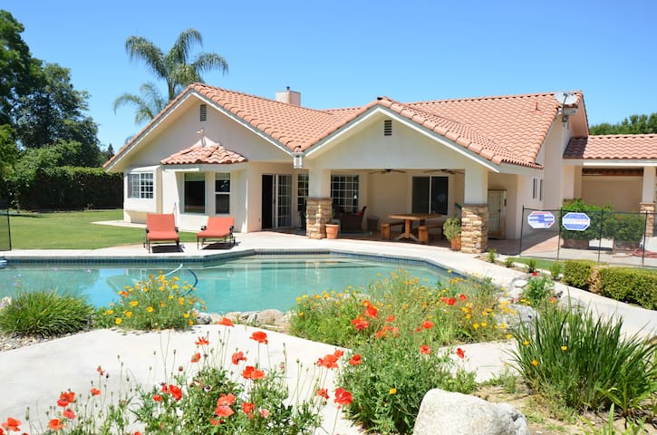 Bright and Beautiful Pool Home (NW) - Bakersfield - Dom
