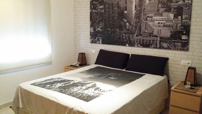 Habitacion en apartamento de diseño - Coria del Río - Huoneisto