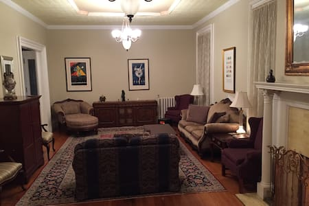 Historic Mansion 2 Bedroom Suite - Saratoga Springs
