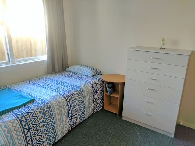 Basic cosy & quiet room close to city center