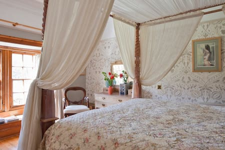 The Fingals Four Poster Room