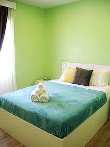 Luxury mattress, sheets & towels