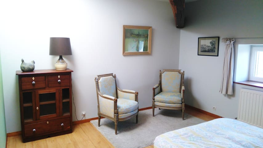 """La chambre """"Anis"""", au Domaine du Fiageollet - Châtillon-sur-Chalaronne - Casa"""