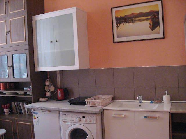 kitchenette:stove,microwave,el.kettle