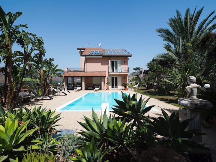 Villa with Pool at 2 km from the beach & Taormina